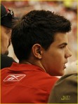 taylor-lautner-red-wings-05-580x783
